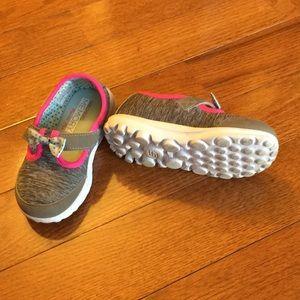 Sketchers memory foam shoes. Size 9